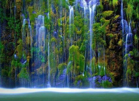 2e220d3e0a29cdfb9681a63b3cf46f27.jpg  waterfalls