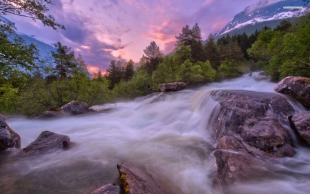 beautiful-view-of-the-rushing-river-5151-1920x1200