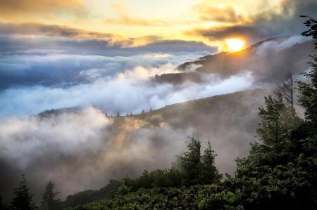29873518_10216295899298111_5825313423173483377_o.jpg fog in mountains